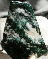 Természetes, nyers Mohaachát ásvány, csiszolt klorit és amfibol zárványos Kalcedon szelet. 46 gramm