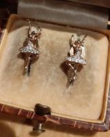 Aranyozott mini balerina kislány fülbevaló apró cirkóniákkal