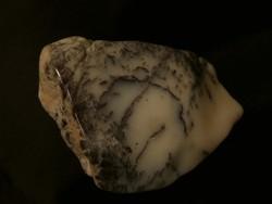 Természetes közönséges Opál ásvány dendrites mintákkal (Merlinit). 159 gramm