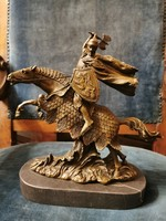 Lovon ülő harcos - bronz szobor