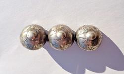 Antik pitykegombok brossá alakítva