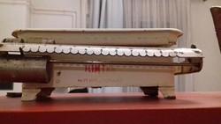 Kora retro, tolómérős paraszt konyhai mérleg, jelzett 1955-ös dátummal-paraszti dekoráció