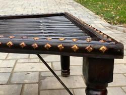 Különleges ajánlat! Indiai rézveretes dohányzóasztal.