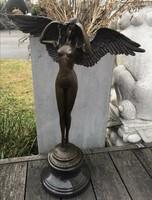 Szárnyas női akt - monumentális bronz szobor műalkotás