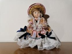 Régi porcelán baba eredeti ruhájában (Ér-562)
