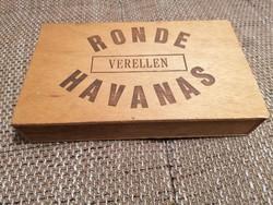Havanna szivarosdoboz fából. Legérdekesebb a hátuljára pecsételt árazás :)