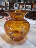 Csiszolt üvegváza  sárgés-barna színben , hibátlan , szép állapot  15 x 17,5 cm