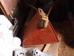Veterán autó motor 1930 benzin Pót üzemanyag  kanna Nagy 20Literes piros Shell réz kupakkal