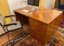 Egyedi tervezésű bauhaus íróasztal 1942-ből