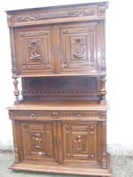 Reneszánsz faragott tálaló szekrény