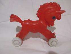 Retro műanyag játék lovacska, trafikáru