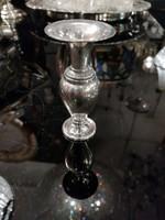 Ezüst talpas kis váza.