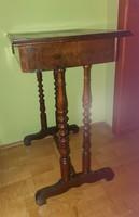 Varróasztal, fiókos, zárható, kulcsával 1800-as évek második feléből