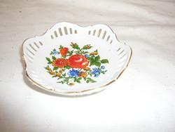 Rácsos szélű, köralakú porcelán kis tálka