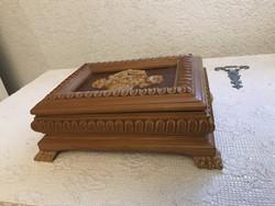 Győgyőrű régi faragott fa doboz szövet belsővel