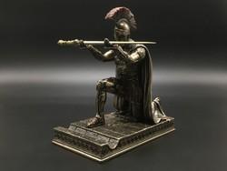 Spártai katona tolltartó szobor