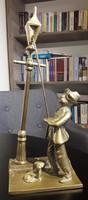 Réz szobor lámpagyújtogató