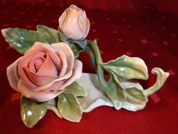 Német porcelán asztalközép, két rózsabimbó. Hossza 12,5 cm.