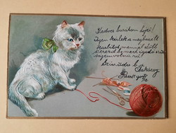 Antik dombornyomott levelezőlap cicával, 1900 körül