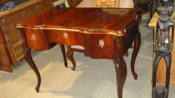 Kisméretű neobarokk íróasztal, felújítva.