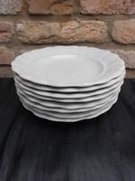 8 db antik  Zsolnay, hófehér lapos tányér. Jelzett, hibátlan darabok.1930-as évek.