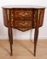Barokk mintás fiókos kisasztal