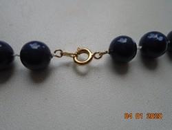 Aranyozott kapoccsal nyaklánc kék gyöngyökből