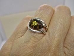 Nagyon különleges  valódi borostyán köves ezüstgyűrű