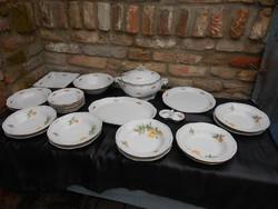 6 személyes, jelzett Zsolnay étkészlet. Különböző virágmotívumokkal. Hibátlan.