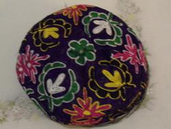 Hímzett textil kalap, fejfedő