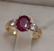 Sárga arany gyűrű rubinnal és csepp gyémántokkal 18Kt. 0,30ct.