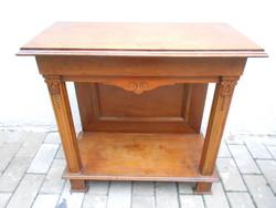 Faragott, fa konzolasztal, szalon asztal, tv asztal. Lakkozott. Fotók szerinti állapotban.