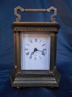 Antik bronz utazó óra.1800-as évek vége. Saját kulcsával. Hibátlan.Porcelán számlap. Gyűjtői darab