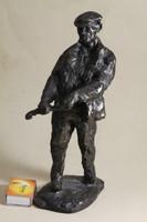 Szignált bronzírozott szobor 137