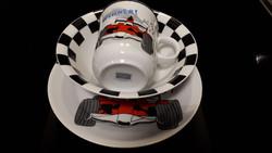 Gyerek tányér étkészlet, autós csésze, tányérok német porcelán szett. Flirt by R&B