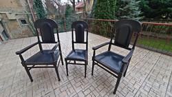 3 darabos, Antik, bőr ülőgarnitúra, 2 db. fekete  bőr karosszék, + 1 db.  fekete bőr támlás szék.