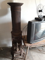 3 részből álló, felújításra szoruló antik vas kályha