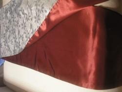 N18 Selyem futó kétoldalas színű terítő szép hibátlan állapotban eladó 155 x 37.5 cm ezüst +bordó