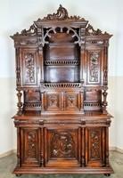 Antik,frissen felújított reneszánsz stílusú dúsan faragott tálalószekrény