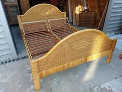 Eladó egy GYÖNYÖRÜ RATTAN  franciaágy állítható ágyráccsal. Bútor szép, ÚJSZERŰ