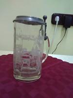 Vadász fedeles üveg söröskorsó.