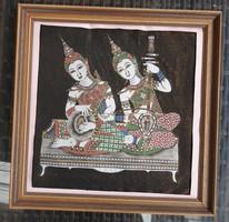Régi festett keleti selyemkép : zenélő istenek