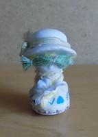 Pici porcelán kalapos lány figura szobor 5,5 cm (2/p)