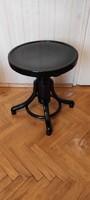 Thonet Zongora szék,fekete, Szecessziós menetes különleges darab,jó állapotban,àtpucolva