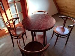 Thonet asztal négy székkel