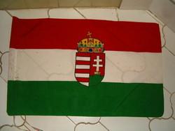 Magyar címeres zászló kb 40 cm x 60 cm használt 1 forintról