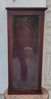 Vitrin antik, szobor tartó, polcos,kulcsos,hàzi àldàs vagy bronz szobor óratartó vitrin különleges