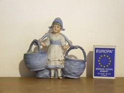 Régi, szépen festett biszkvit porcelán kis hölgy, kislány figura kosarakkal