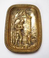 Katona őrbódéval, régi bronz tálka.