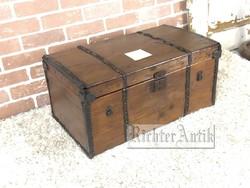 Antik bútor, régi utazó láda, dohányzóasztal 1.